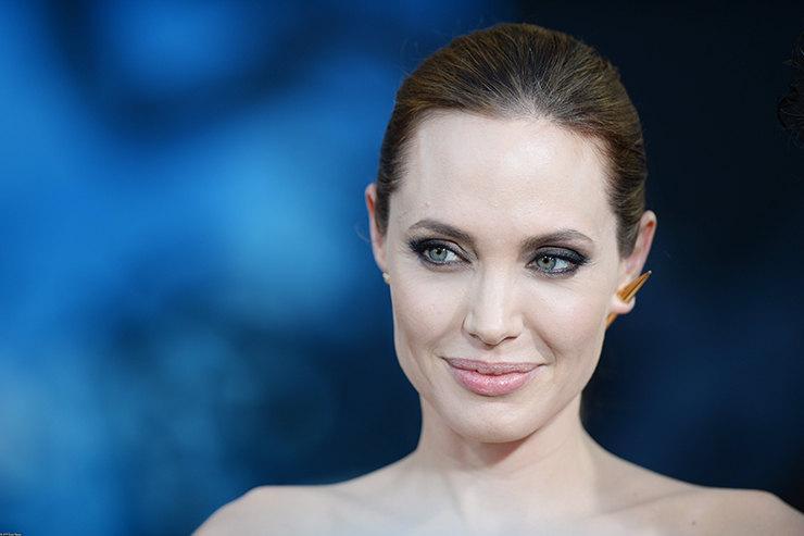 Анджелина Джоли иБрэд Питт договорились овременной опеке над детьми