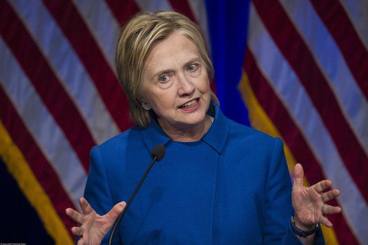 Клинтон предположила, чем может окончиться президентство Трампа