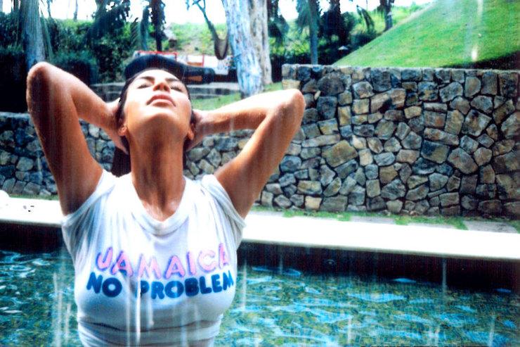 Конкурс мокрых маек: новые снимки Ким Кардашьян взбудоражили сеть