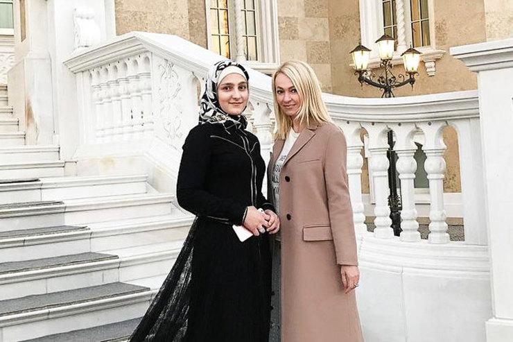 Липчанки дефилируют вГрозном вплатьях дочери Рамзана Кадырова