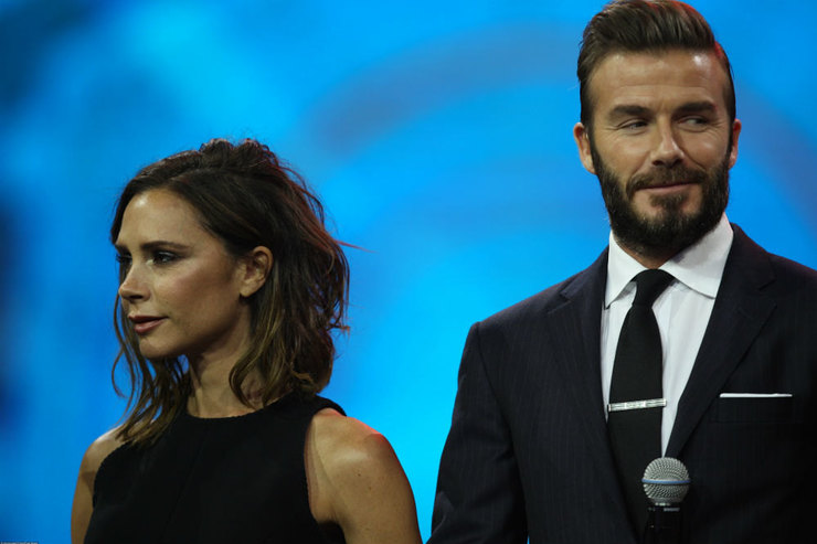 Скандал вГолливуде: Дэвид Бекхэм пришел навечеринку с супругой илюбовницей
