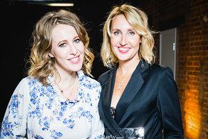 Ксения Собчак и Оксана Бондаренко на ежегодной премии Ли-Лу Fashion Awards