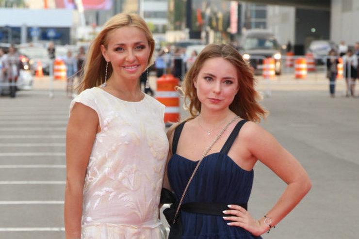 17-летняя дочь Татьяны Навки стала телеведущей