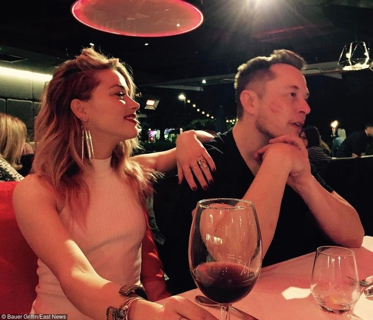 Друзья отговаривают Илона Маска жениться наЭмбер Херд